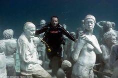 """El Museo Subacuático de Cancún (MUSA) """"Evolución silenciosa"""" by Jason deCaires Taylor"""