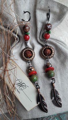 """Стильные серьги """"Phoenix"""" от Carmela Walley. Натуральные материалы: агат гравированный, гималайская рудракша, зеленая яшма, коралл - тонированный красный, зеленый. Цена: 2.500 руб Доставка по всему миру. Подробнее в альбоме серьги: https://www.facebook.com/photo.php?fbid=121245188452602&set=a.121245131785941.1073741831.100017013644591&type=3&theater"""
