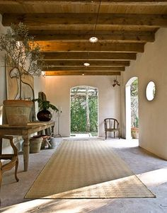 Round window, half arch, Beams, sisal, antiques,