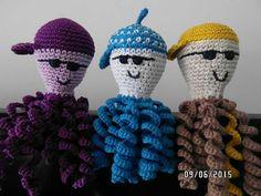 Face idea only. Hats will not pass US standards. Crochet Animals, Crochet Toys, Free Crochet, Knit Crochet, Preemie Octopus, Baby Octopus, Kraken, Amigurumi Patterns, Crochet Patterns
