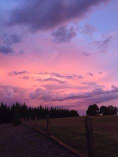 Landscape Photography Tips Pretty Sky, Beautiful Sunset, Beautiful World, Sky Sunset, Pink Sunset, Fotografie Hacks, Sky Aesthetic, Aesthetic Vintage, Disney Instagram