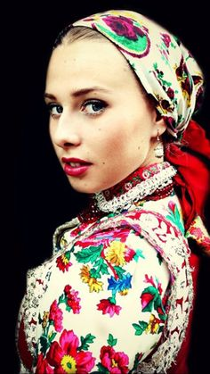 Folk Dance, Hungary, Scarves, Faces, Europe, Women's Fashion, Costumes, Jewels, Traditional