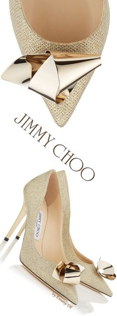 Head over Heels - Jimmy Choo ~ 'Vesna' Gold Pumps 2016 Pretty Shoes, Beautiful Shoes, Cute Shoes, Women's Shoes, Me Too Shoes, Shoe Boots, Ankle Boots, Stilettos, Marken Outlet