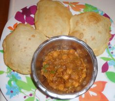 How to make Channa Bhatura or Chole Bhatura North Indian Style Recipe Indian Dessert Recipes, Indian Recipes, Ethnic Recipes, Bhatura Recipe, Vegetarian Recipes, Snack Recipes, Food Snapchat, Desi Food, Pastry Recipes