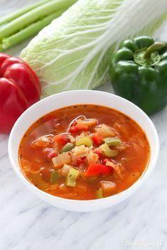 Dietetyczna, super zdrowa, pikantna zupa kapuściana. Jest niskokaloryczna, ale co ważniejsze pełna witamin, minerałów i błonnika.