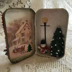 Creative Paperclay® air dry modeling material: Altered Altoid Tin with Creative Paperclay® Figures Christmas Shadow Boxes, Christmas Art, Christmas Projects, Handmade Christmas, Vintage Christmas, Christmas Ornaments, Tin Can Crafts, Crafts To Sell, Holiday Crafts