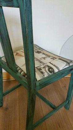 White distressed rush seat dining chairs Vintage rustic