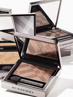 Eye Colour Wet & Dry Silk Shadow - a highly blendable, silky-smooth powder eye shadow that creates a high colour intensity.