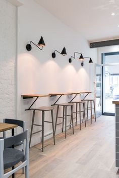 Ideas Small Cafe Seating Ideas Stools For 2019 Cafe Restaurant, Restaurant Seating, Outdoor Restaurant, Modern Restaurant, Small Coffee Shop, Coffee Shop Design, Coffee Shop Interior Design, Design Café, Deco Design