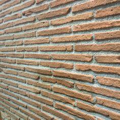"""El ladrillo Cambridge en color """"Támesis"""" no podía faltar este año en nuestro stand! #cevisama2016#verniprens#diseñointerior#diseñointeriores#interiordesign#interiordesignideas#revestimiento#revestimientos#precastconcrete#prefabricadoshormigón#piedradecorativa#prefabricadosdeconcreto#piedrareconstituida#piedraornamental#reconstituedstone#brick#ladrillo by verniprens"""
