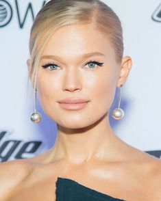 """Mi piace"": 9,562, commenti: 69 - VITA SIDORKINA (@vitasidorkina) su Instagram: ""Last night @si_swimsuit Red Carpet in NYC. #SiSwim"""