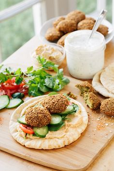 Falafel Wrap with Spicy Hummus and Creamy Lemon-Garlic Dill Sauce Falafel Wrap, Hummus Wrap, Falafel Sandwich, Healthy Cooking, Healthy Eating, Cooking Recipes, Vegetarian Recipes, Healthy Recipes, Vegan Meals