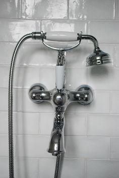 hand shower attachment  ✔     Julias Vita Drömmar: Badrum