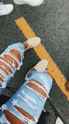 VSCO - Source by antoniahausperger jeans outfit Teen Fashion Outfits, Outfits For Teens, Girl Outfits, Summer Outfits, Vans Shoes Fashion, Popular Outfits, Jeans Fashion, Jean Outfits, Fashion Fashion