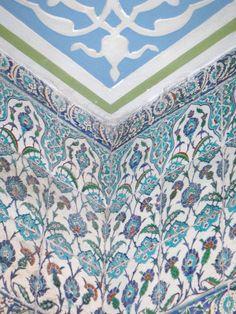 Iznik Tile in Blue Mosque Islamic Tiles, Islamic Art, Ceramic Tile Art, Blue Mosque, Turkish Art, Islamic World, Sweet Memories, Tile Patterns, Antique Art