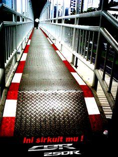 Perencanaan Media Iklan [ambient jembatan penyebrangan] by Greffy D. Ardi, via Behance