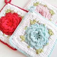 vintage inspired crochet potholder from hopscotch lane with pattern available through her etsy shop...these are so cute!
