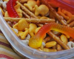Gone Fishin' Snack Mix looks like gummy worms, pretzels, goldfish Perfect for BILLY! Snack Mix Recipes, Yummy Snacks, Yummy Food, Healthy Recipes, Snack Mixes, Fun Food, Drink Recipes, Healthy Foods, Sport Snacks