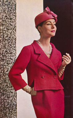 1957 Model in classic elegant suit in red basket-weave wool by Balenciaga, photo by Philippe Pottier vintage fashion 1960s Fashion, Look Fashion, Diy Fashion, Vintage Fashion, Womens Fashion, Fashion Tips, Robes Vintage, Vintage Dresses, Vintage Outfits