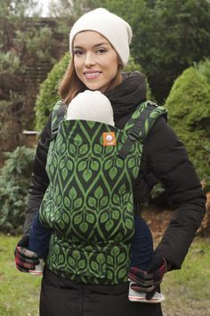 "Képtalálat a következőre: ""YARO LA VITA LIGHT-GREEN BLACK"" Baby Carriers, Babywearing, Baby Style, Baby Things, Maternity, Wraps, Babies, Hoodies, Sweet"