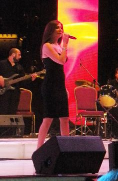 pictures from Elissa's concert in dubai(i took them) | صور من حفل اليسا بدبى     sofa ni dep,  http://soloha.vn/sofa-ni-dep.html