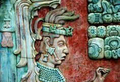 Antiguos mayas llevaban plumas indias.