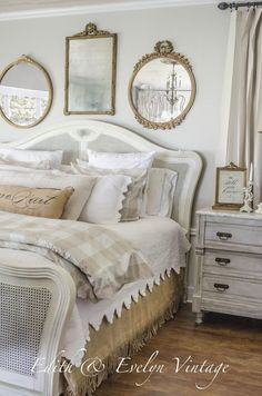 20 Inspiration With Curtain Country Bedroom shabby chic decor, bedroom country, vintage country bedroom, country home bedroom, country bedrooms ideas farmhouse decor country Shabby Chic Bedrooms, Bedroom Vintage, Shabby Chic Homes, Trendy Bedroom, Modern Bedroom, Vintage Decor, Antique Bedrooms, Vintage Inspired Bedroom, Pink Bedrooms