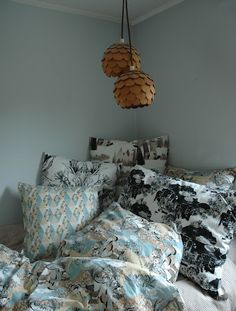 i would kill for my room to have a nice corner like this:)