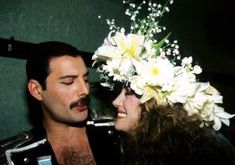 Famous People You Never Thought Would End Up in the Same Pic Jane Seymour & Freddie Mercury Jane Seymour, Queen Love, Save The Queen, Brian May, John Deacon, Band Wallpapers, Queen Photos, Queen Pictures, Roger Taylor