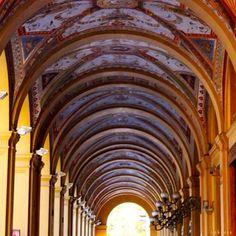 Bologna: Regina dei Portici (Via Farini) - Instagram by labovee