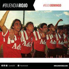 #BuenDiaRojo! #BuenDomingo! 😈 Año 1993. Los jugadores festejan el triunfo hacia su hinchada.