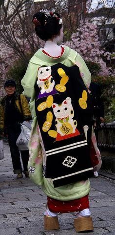 Retired geiko Mamehana in her Maiko stage wearing the legendary Maneki Neko-Obi of Ninben Okiya.