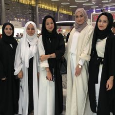 Image de bff, hijab style, and black&white
