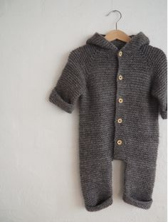 Selma's Sleep Suit Diy Crafts Knitting, Knitting For Kids, Baby Knitting Patterns, Knitted Baby Clothes, Knitted Romper, Baby & Toddler Clothing, Onesie Pattern, Suit Pattern, Crochet Bebe