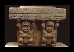 Arte Olmeca Los Olmecas realizaron trabajos de piedra, ellos crearon cientos de monumentos, altares, tronos, estelas, esculturas y cabezas colosales. A través de sus formas esculpidas ellos decoraron los más importantes eventos de su historia (matrimonios dinásticos, victorias en las guerras, etc.), antepasados mitológicos y dioses, junto con los personajes reales – gobernantes y  sacerdotes.