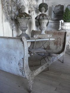 ZsaZsa Bellagio – Like No Other: Shabby, Vintage Sweet French Furniture, Painted Furniture, Garden Furniture, Furniture Ideas, Decoration Shabby, Shabby Chic, Shabby Vintage, Vintage Decor, Vibeke Design