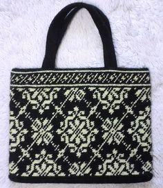 Ravelry: P.30 Tapestry Crochet Flat shoulder bagぺたんこバッグ pattern by Mitsuki…