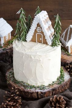 This Gingerbread Cake is perfect for the holidays! A moist and delicious ginger cake with a tangy cream cheese frosting. A perfect pairing! Christmas Potluck, Best Christmas Desserts, Holiday Cakes, Noel Christmas, Christmas Cakes, Xmas, Christmas Appetizers, Holiday Dinner, Holiday Baking