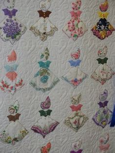 What a great way to do a Sunbonnet Sue quilt! Deerecountry Quilts : Handkerchief Quilt at the Fair.love this idea Quilting Projects, Quilting Designs, Sewing Projects, Fabric Crafts, Sewing Crafts, Sue Sunbonnet, Handkerchief Crafts, Vintage Handkerchiefs, Girls Quilts