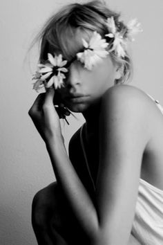 Image discovered by sigi. Find images and videos about girl, pretty and black and white on We Heart It - the app to get lost in what you love. Sugarhigh Lovestoned, Corona Floral, Photo Portrait, Boho Stil, Bohemian, Portraits, Black And White Photography, Her Hair, Marie