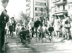 """Galați : Concurs de triciclete : (1 Iunie în Țiglina IV) / Năstase Marin .- Galaţi, 1971. Imagine din colecțiile Bibliotecii """"V.A. Urechia"""" Galați."""