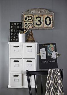 laatikosto,lokerikko,työhuone,kalenteri,liitutaulumaali