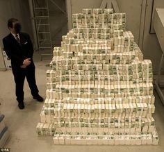 That's what 90 million Euros looks like.    http://www.senses.se/eurojackpot-kommer-till-sverige-och-med-det-snuskigt-hoga-vinster/