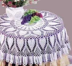 Tablecloths are perfect for dressing up your kitchen table. With these 5 free crochet tablecloth patterns you'll have an amazing tablecloth for any event. Filet Crochet, Crochet Round, Thread Crochet, Crochet Crafts, Crochet Projects, Crochet Table Topper, Crochet Tablecloth Pattern, Crochet Doilies, Table Cloth Crochet