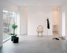 Small, minimal living space with full height doors and concrete floor. In the project Villa Älta designed by Johannes Norlander Arkitektur. Photographed by Rasmus Norlander. Contemporary Architecture, Interior Architecture, Interior And Exterior, Interior Design, Stockholm, Villa, Minimal Living, Interior Photography, Minimalist Decor