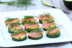 Zalmtoastjes | Salmon canapes | Zalm | Salmon | Toastjes | Canapes | Komkommer | Cucumber | Dille | Dil | Snacks | Eten | Food Salmon Canapes, Atkins, Cucumber, Zucchini, Sushi, Healthy Snacks, Vegetables, Ethnic Recipes, Food
