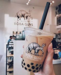 Talk Boba is home to the most engaging community around bubble tea. Aiming to continue the conversation with Asian American's with bubble tea and boba. Boba Recipe, Bubble Tea Flavors, Milk Tea Recipes, How To Make Bubbles, Bubble Milk Tea, English Breakfast Tea, Vietnamese Dessert, Aesthetic Food, Yummy Drinks