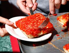 Grimaldi's and L&B Spumoni Gardens Offer Slices by the Stop - NYTimes.com