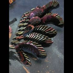 plume d'oiseau brodee de perles de toho