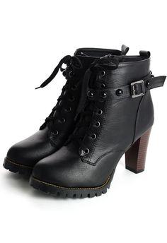 A bota que pedi aos céus e nunca achei pra comprar no Brasil Studded Heel Ankle Boots